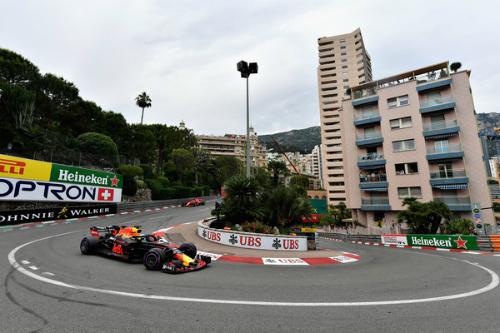 Ріккардо в Монако декласував фаворитів і пірнув у басейн (ФОТО)