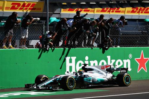Mercedes громить Ferrari у гонці в Італії (ФОТО)