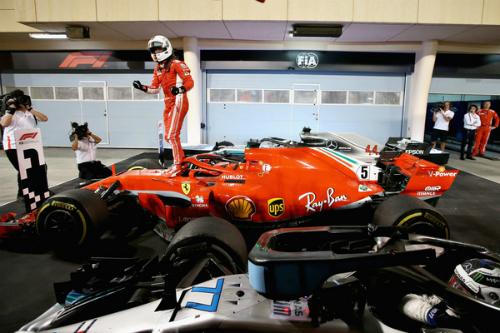 Феттель обвів Mercedes навколо пальця у Бахрейні (ФОТО)
