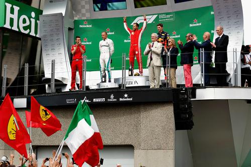 Заслужена перемога і шампанське Феттеля у Канаді (ФОТО)