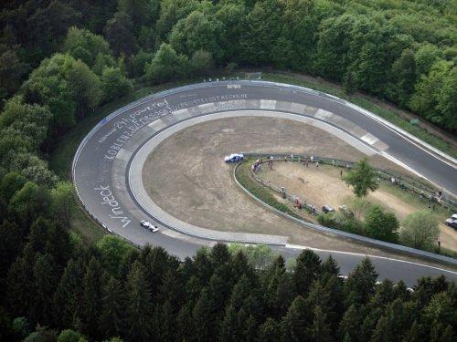 54176-formula-1-njurburgring-mozhet-byt-vycherknut-iz-kalendarja-sorevnovanij.jpg (47.67 Kb)