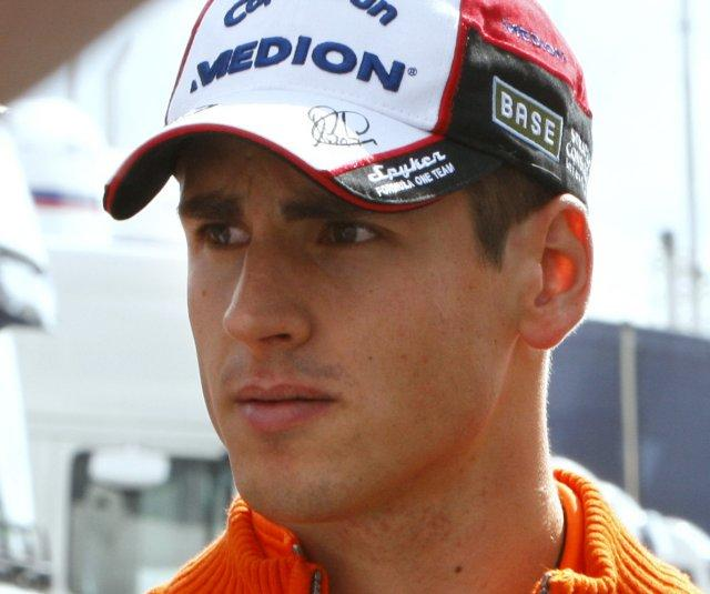 adrian-sutil-2.jpg (40.94 Kb)