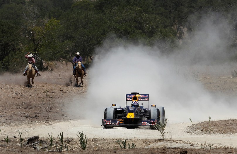 coulthard-red-bull-texas-cowboy-1-19aug2011.jpg (116 Kb)