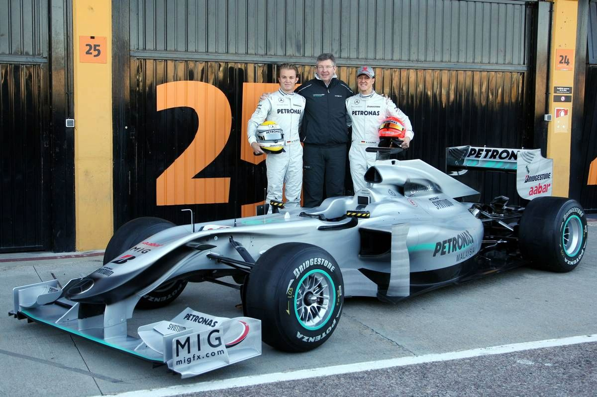 mercedes-gp-w01-f1-car-1.jpg (166.4 Kb)